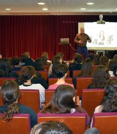 """Alumnes de l'institut de Viladecavalls assisteixen a la xerrada; """"El món dels adults, esforç i motivació"""""""