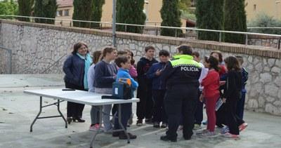 Cesca Berenguer amb els alumnes del Rosella al circuit de bicicletes