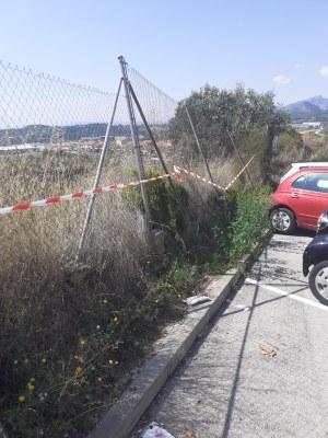Reparció tanca carrer Indústria  amb C-58, lloc perillós per perill de caiguda zona d'aparcament Centre mèdic.jpeg