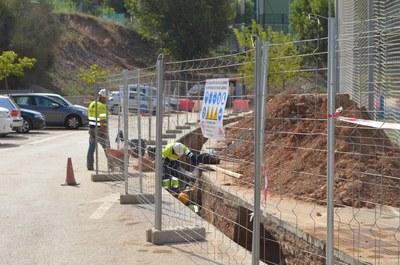 Treballs de reparació del sistema de canalització d'aigua de la zona esportiva