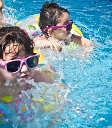 Inscripcions al curset de natació a la piscina municipal
