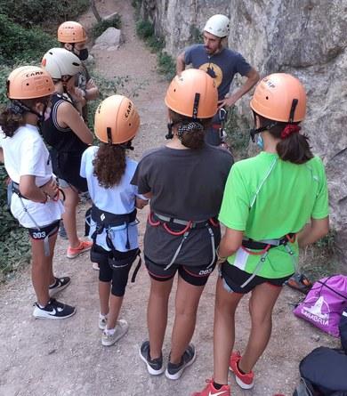 Joves del municipi participen en el curs d'escalada a roca de l'Ajuntament de Viladecavalls