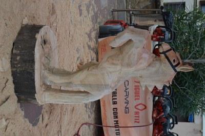 Escultura feta in situ per l'aizkolari català