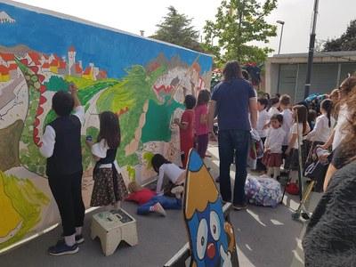 """Pintura del mural """"Sant Jordi a Viladecavalls"""""""