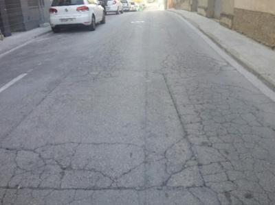 Esquerdes al paviment (Carrer Llevant)