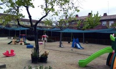 Muntatge de tendals al pati del centre