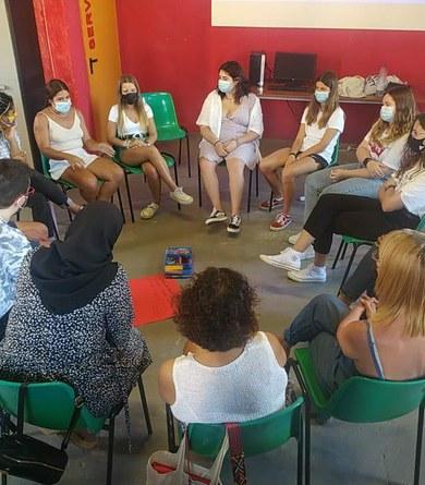Una quinzena de joves participen en el curs de monitors/es de lleure